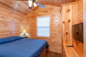Queen Size Bedroom of Two Bedroom Cottage